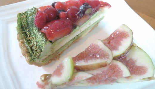 キルフェボンの「京都府産宇治抹茶と赤いフルーツのタルト」と「イチジクのタルト」。